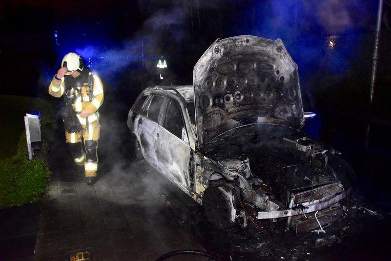 In de nacht van dinsdag op woensdag brandde de auto van Gregory's partner uit.