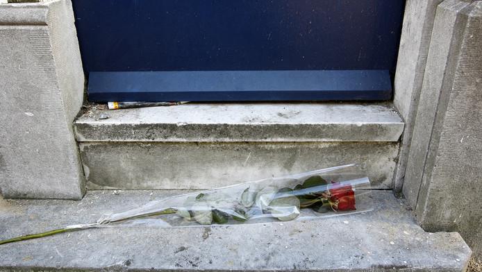 Het huis in de Porcellisstraat in Rotterdam, waar een vrouw ongeveer 10 jaar dood heeft gelegen in haar woning op de eerste verdieping.