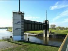 Waterschap test hoogwaterkering Kromme Nol in Afgedamde Maas