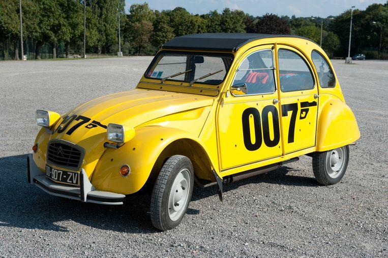 Van deze Citroën 2 pk, die voorkomt in de Bondfilm For Your Eyes Only, werden slechts 500 exemplaren gemaakt. Ivo heeft er uiteraard eentje, met kogelgaten en al.