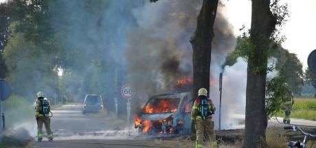 Bedrijfsauto 'Kook jij of ik?' gaat in Warnsveld in vlammen op
