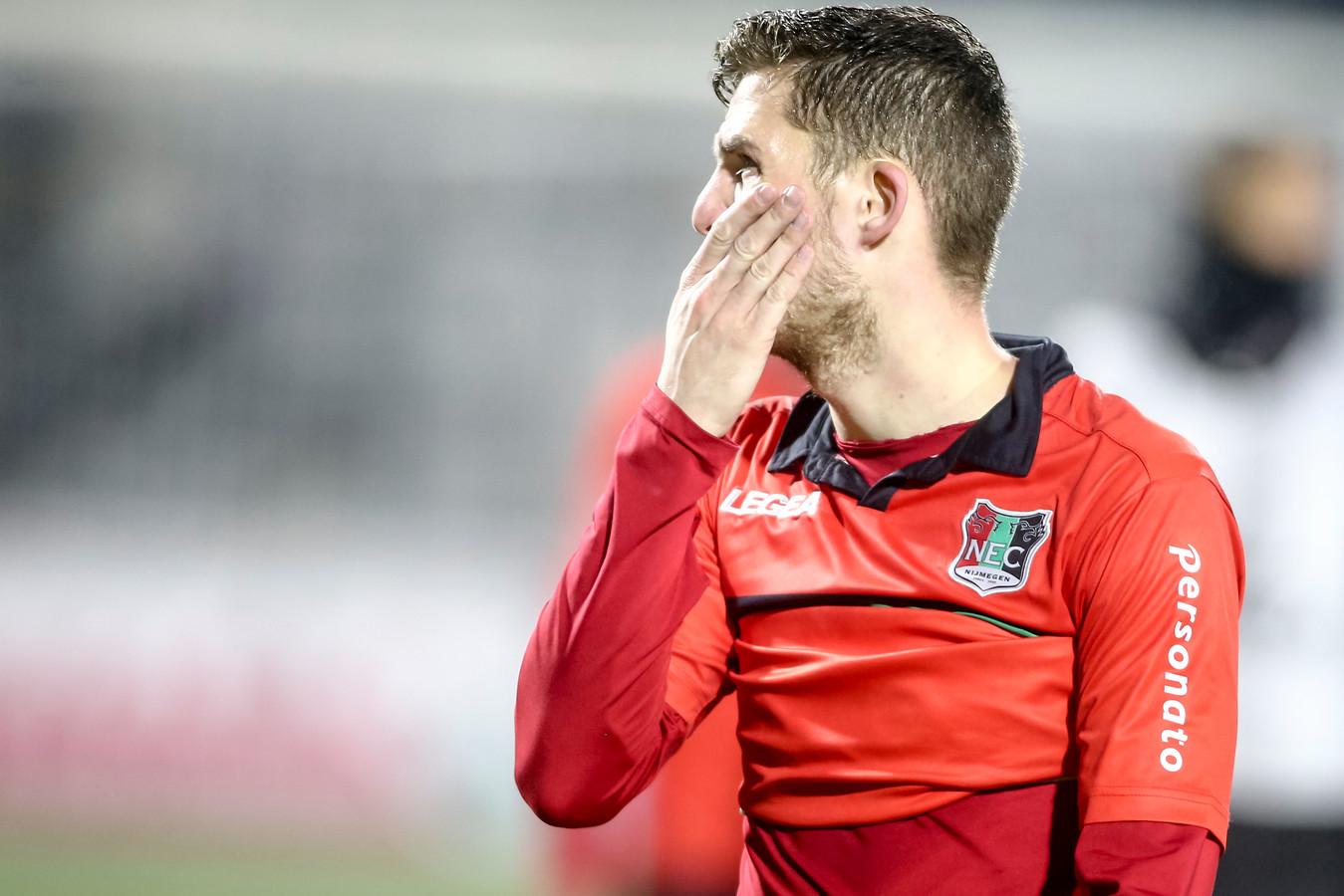 Kevin Jansen baalt na de verloren wedstrijd tegen RKC (1-0).