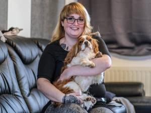 """Jonge moeder Natalie (29) verlost van clusterhoofdpijn dankzij niet-terugbetaald apparaatje van 25.000 euro: """"Het was dit of euthanasie"""""""