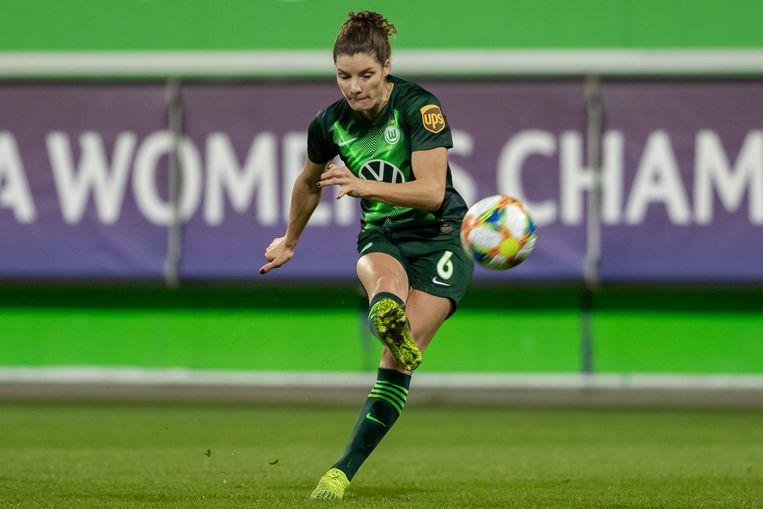 Dominique Bloodworth schiet op doel en maakt de 6 0 tegen Twente.  Beeld BSR Agency