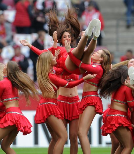 United denkt aan cheerleaders en megafoons om sfeer te verhogen