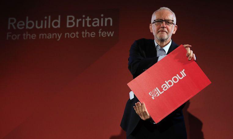 Jeremy Corbyn poseert nadat hij heeft gesproken op een labour bijeenkomst in Londen.  Beeld AFP