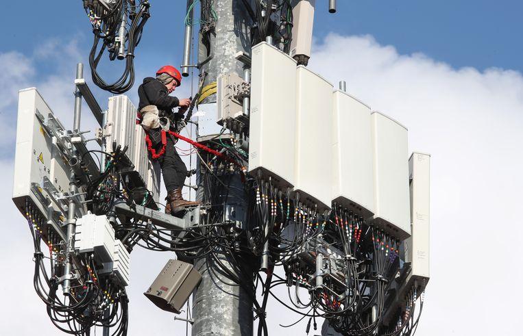 Toevoeging van 5G-apparatuur aan 4G-mast. Beeld Getty Images