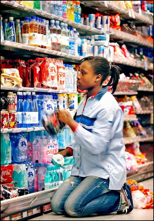 Frisdrankenschap in een supermarkt.