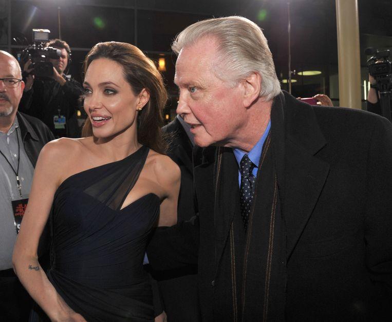 Angelina Jolie verschijnt sinds 2011 steeds vaker in het gezelschap van papa Jon Voight