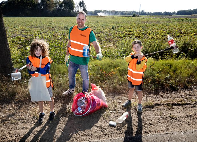 Siem (9), Carl (39) en Gus (7) van de Wetering stortten zich op het buitengebied van Gemert.