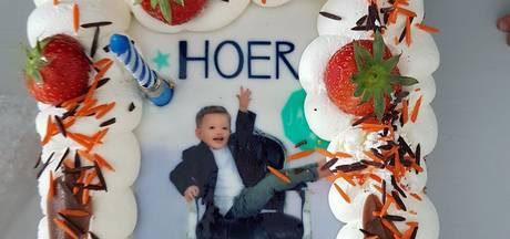 Hema blundert met verjaardagstaart: 'Hoer 3 jaar!'