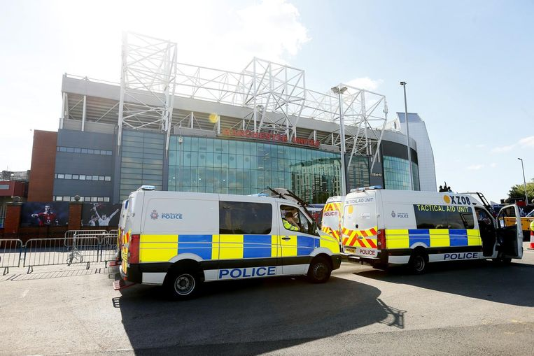Politiebusjes voor het stadion.