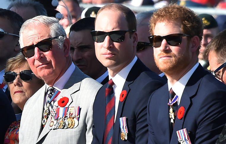 De Britse prins Charles met zijn twee zonen, prins William en prins Harry.