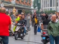 22 Snorfietsers in Grote Marktstraat op de bon geslingerd