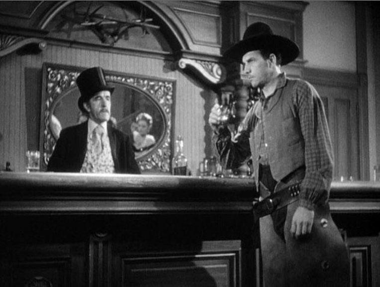 Acteur Tom Tyler slaat een whisky achterover in 'Stagecoach'.