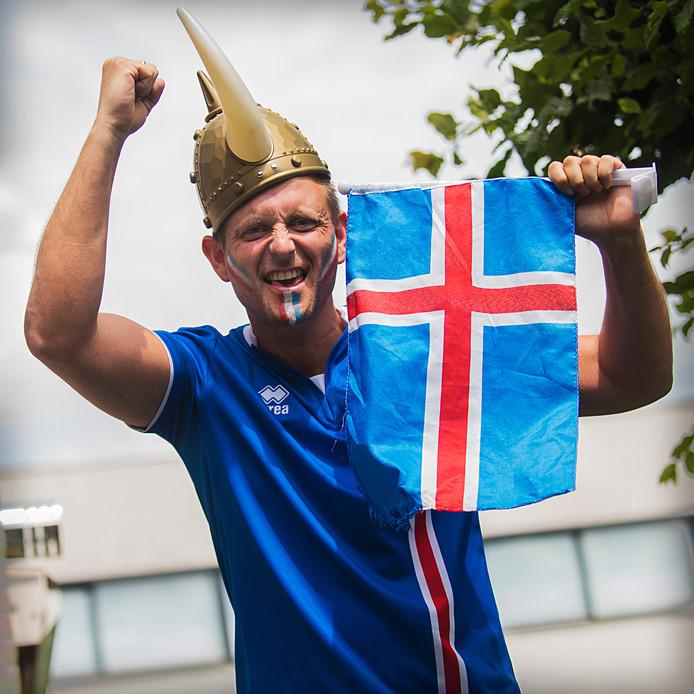 """""""Dit is misschien once in a lifetime"""", beseft Gudmunder Thorberg Kristjánsson, die met volle teugen van het succes van IJsland geniet."""