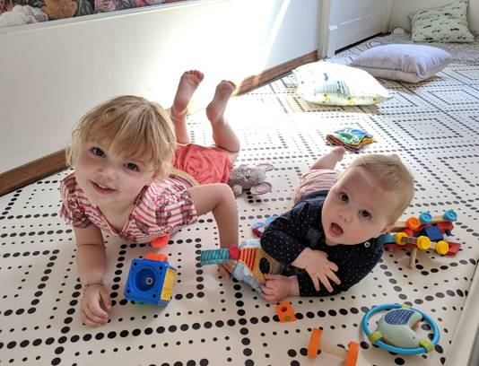 De beveiligde baby- en dreumeshoek waar het klein grut veilig kan spelen.