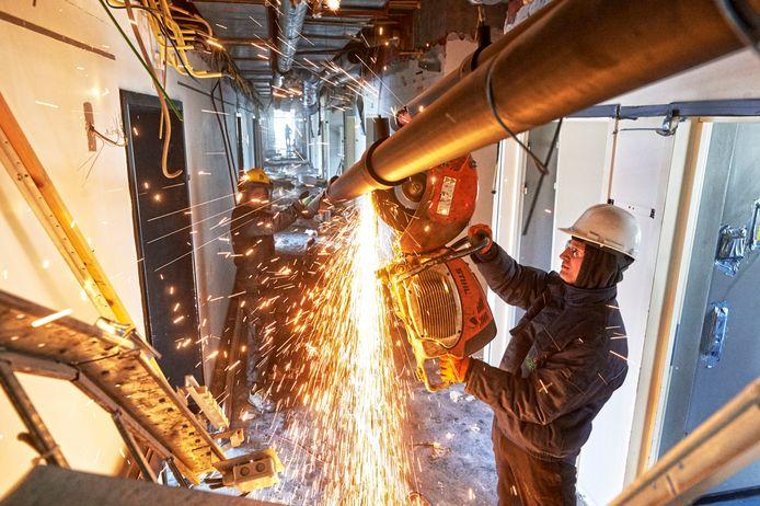 De 'Urban Miners' van New Horizon strippen materialen voor hergebruik.