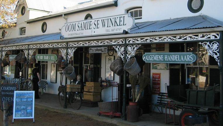 `Oom Samie se winkel' in Stellenbosch, de stad die lang gold als de pilaar van het Afrikaner leven. Beeld null