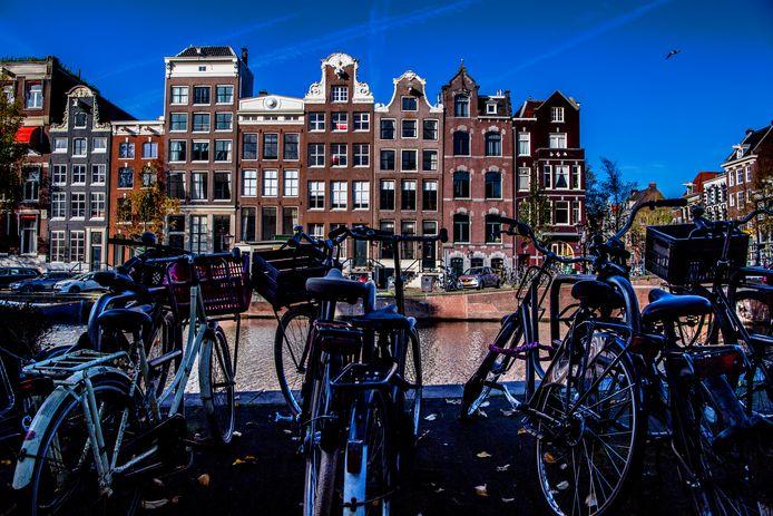 Een fraai Amsterdams grachtenpand is een populair beleggingsobject.