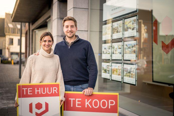 Thomas Van Hecke en zijn vriendin Laura Spitznagel voor het immokantoor Prolan Projects.
