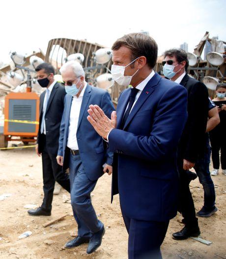 """Dans Beyrouth dévastée, Macron réclame un """"changement de système"""" au pouvoir"""