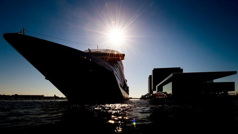 Een groot cruiseschip komt aan bij de Passenger Terminal Beeld anp