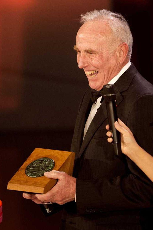 Joop Zoetemelk krijgt de oeuvre award 2015 op het NOCNSF sportgala. Beeld anp
