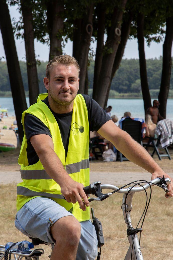 Niels van Ham werkt als strandwacht op Landgoed Duynenwater in Eersel.