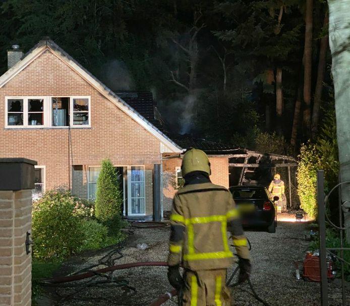 De schade is enorm bij de villa in Hierden.