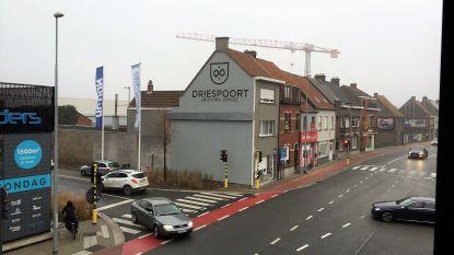 43372540e80 Logo Driespoort Shopping mag blijven staan op zijgevel van de buren