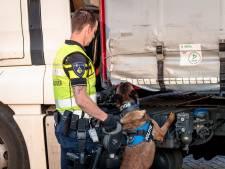 Politie controleert 54 vrachtwagens rond ferryterminal