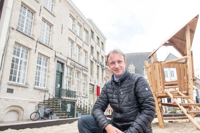 Frederic De Vos woonde 25 jaar in het statige pand 'Steenhuyse/Het Guldin Hooft' aan de Kleine Markt.
