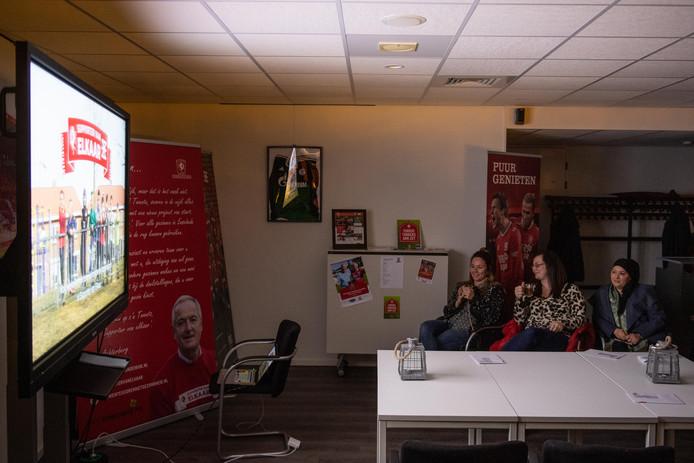 In de Grolsch Veste keken deelnemers van Supporter van Elkaar naar de eerste aflevering van de documentaire over het project.