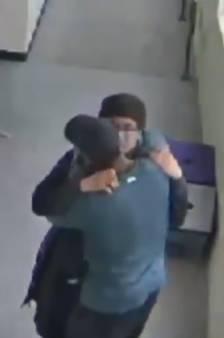 L'incroyable geste d'un enseignant américain pour désarmer un élève