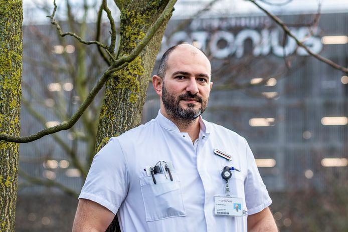 Gor Khatchikyan, SEH-arts van het St. Antonius Ziekenhuis, 's ochtends vroeg, vlak na zijn nachtdienst.