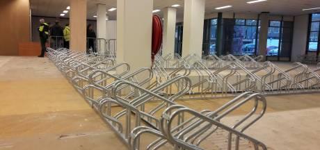 Fietsenstalling in winkel aan De Wal in Oss langer open na vragen PvdA