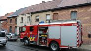 Bewoners merken rook op in hun woning en verwittigen brandweer