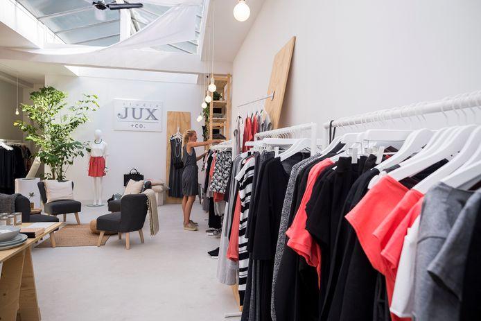 Duurzame kleding in de rekken. In Houten heeft de Fairtrade werkgroep op een rijtje gezet in welke winkels je het kunt kopen.