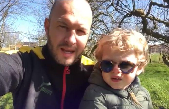 Onder meer Stan Van Samang en zoontje Lenny spraken een videoboodschap in voor het personeel van AZ Sint-Jan.