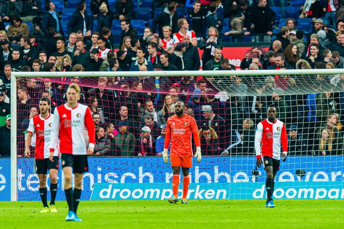 Feyenoorders druipen teleurgesteld af na alweer de tiende tegentreffer in de Kuip dit seizoen.
