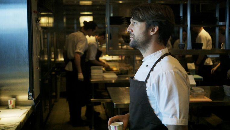 Chefkok Redzepi in zijn keuken Beeld Ants on a Shrimp