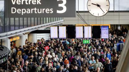 Met de auto naar Schiphol? Luchthaven wil geld aanrekenen voor gebruik van zoenstrook