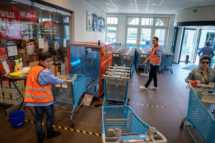 Winkelwagen wassysteem van de AH tegen het coronavirus.