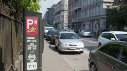 Sms-parkeren via 4411 loopt mank? Betalen kan nu ook via Bancontact of Payconiq