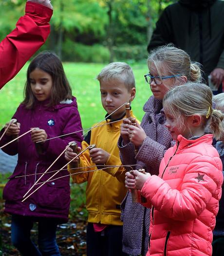 Zaadbommen, vogelcupcakes en wichels: natuurwandeling Oudenbosch valt in de smaak