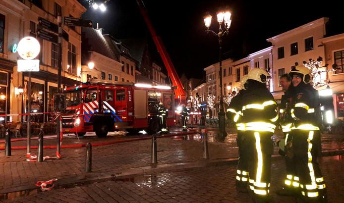 Grote brand achter cafe Bruxelles op de Havermarkt. Foto Florence Imandt