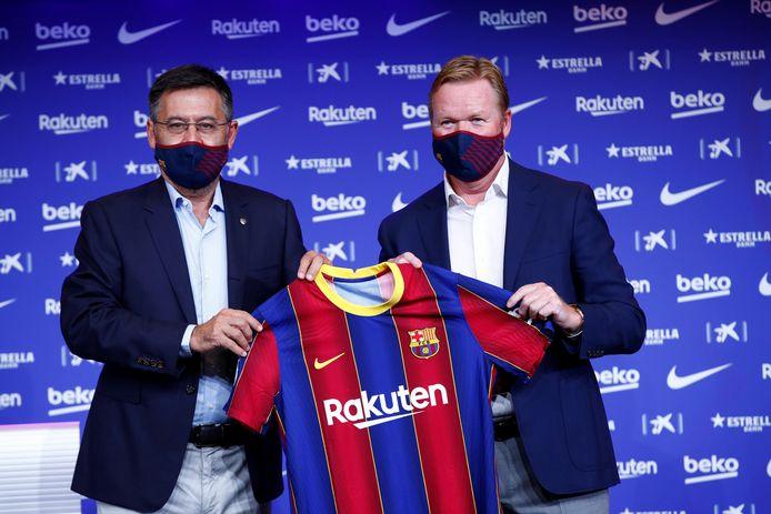 Ronald Koeman naast Josep Bartomeu bij de presentatie van de trainer.