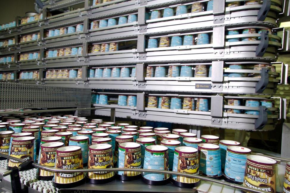 De productie van Ben & Jerry's-ijs voor heel Europa gebeurt tot nu toe in de fabriek aan de Reggeweg in Hellendoorn. Daar komt verandering in, omdat Unilever een deel van de productie overhevelt naar Engeland.