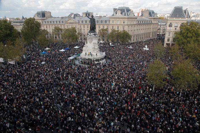 Place de la République tijdens het eerbetoon aan de door een jihadist vermoorde leraar Samuel Paty (47).